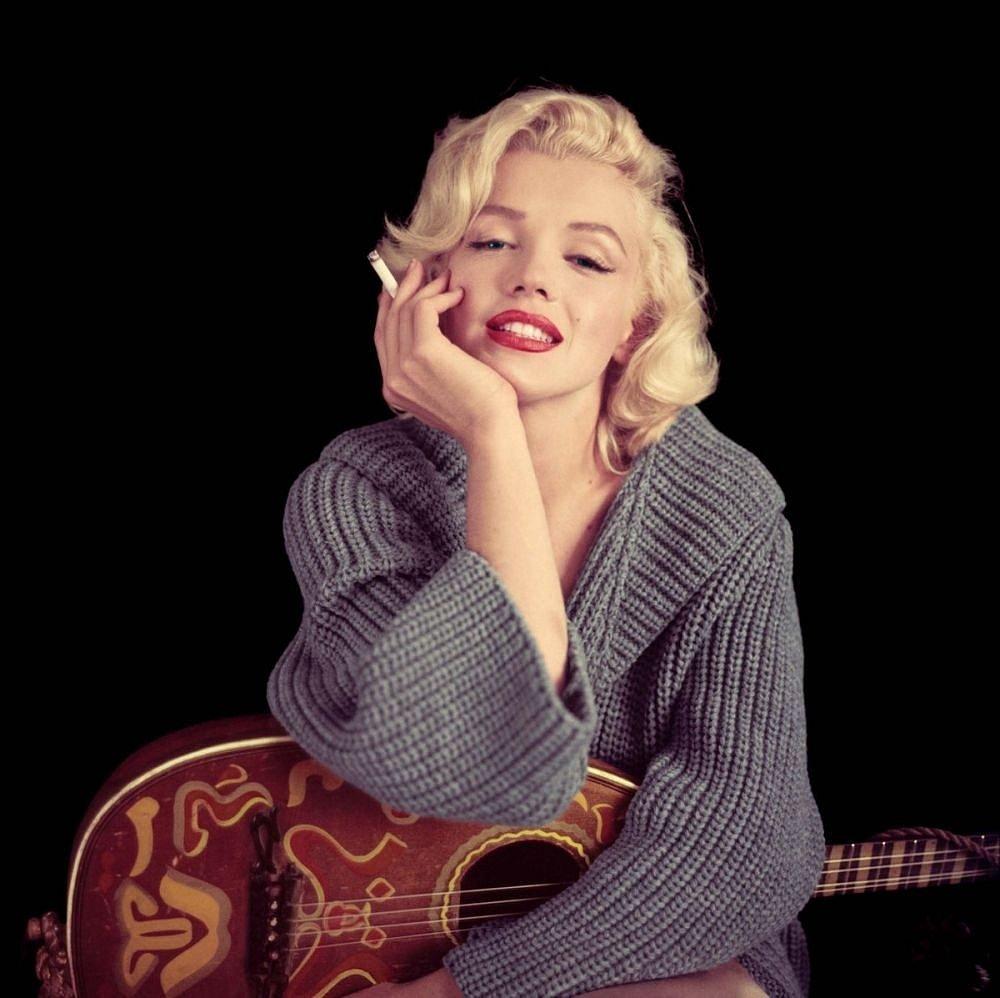 pmari98-marilyn-monroe-with-guitar-poster-canvas-paintings-kanvas-tablo-photos-forex-sales-satisi-images-film-movie-cinema-1000x1000.jpg